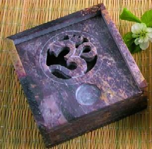 Tuotekuva: Kivinen suitsukepidin/astia Om-merkillä