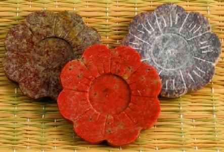 Tuotekuva: Kivinen kukka -suitsukepidin kartioille